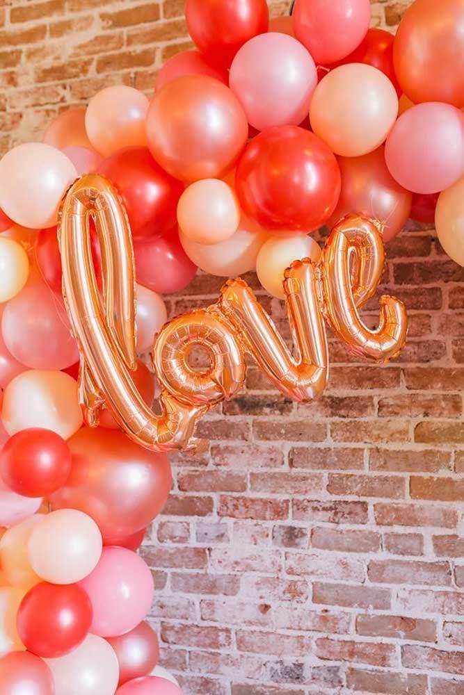 Os balões trazem o amor estampado