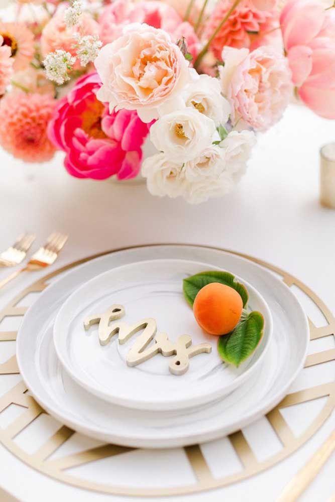 Flores e frutas na decoração
