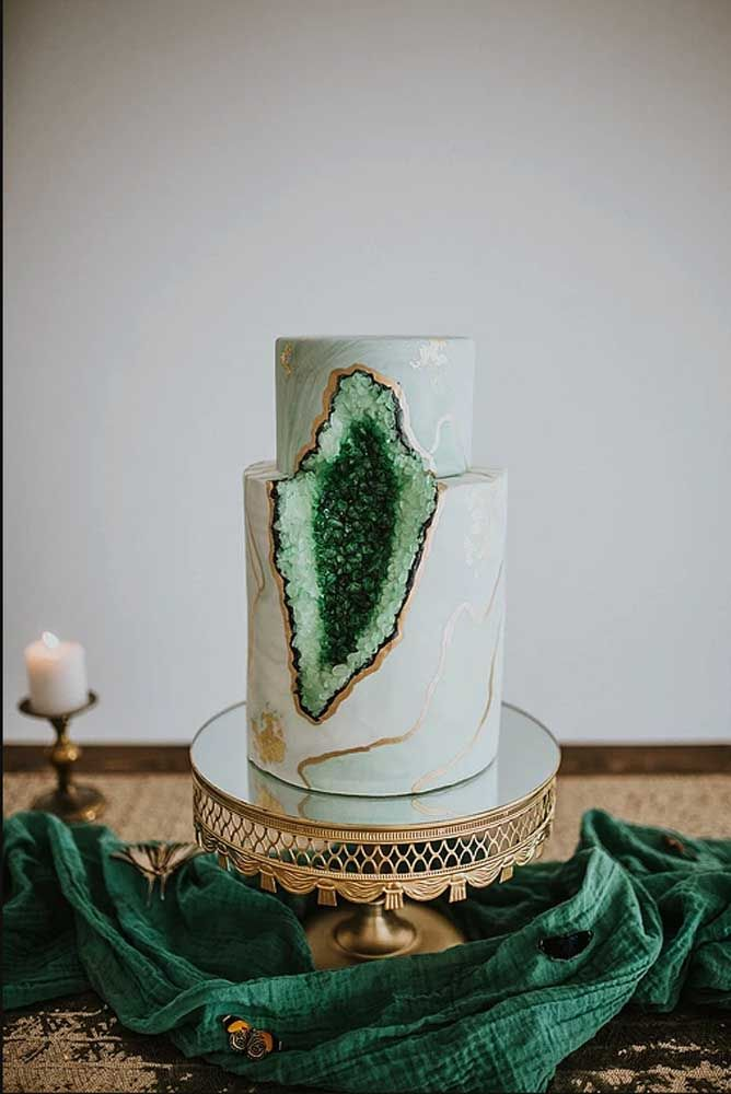 Um bolo precioso para comemorar bodas de esmeralda