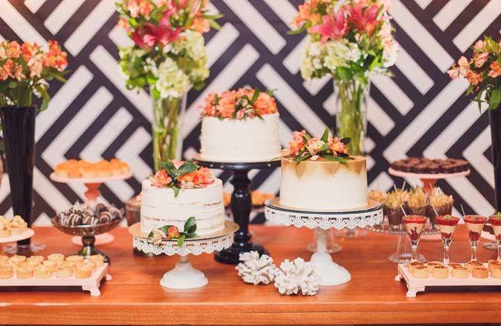 Uma mesa de doces caprichada para celebrar as bodas de casamento