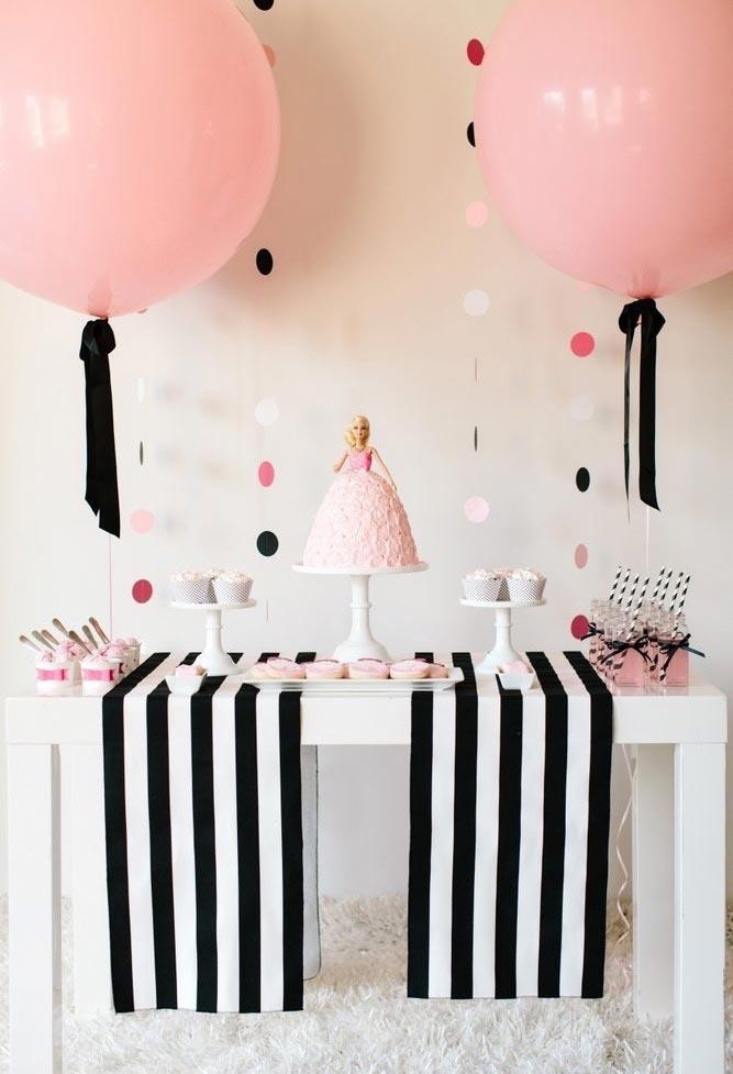 As cores rosa e preta combinam perfeitamente na decoração de aniversário de meninas