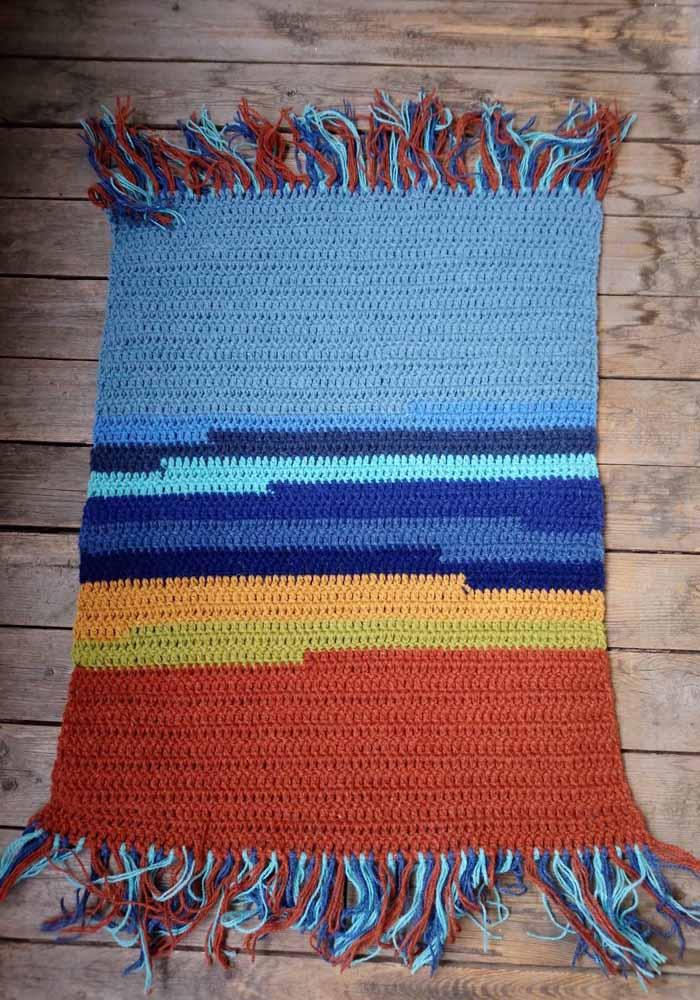 Mas você pode ir um pouco mais além e fazer um tapete de crochê ainda mais colorido