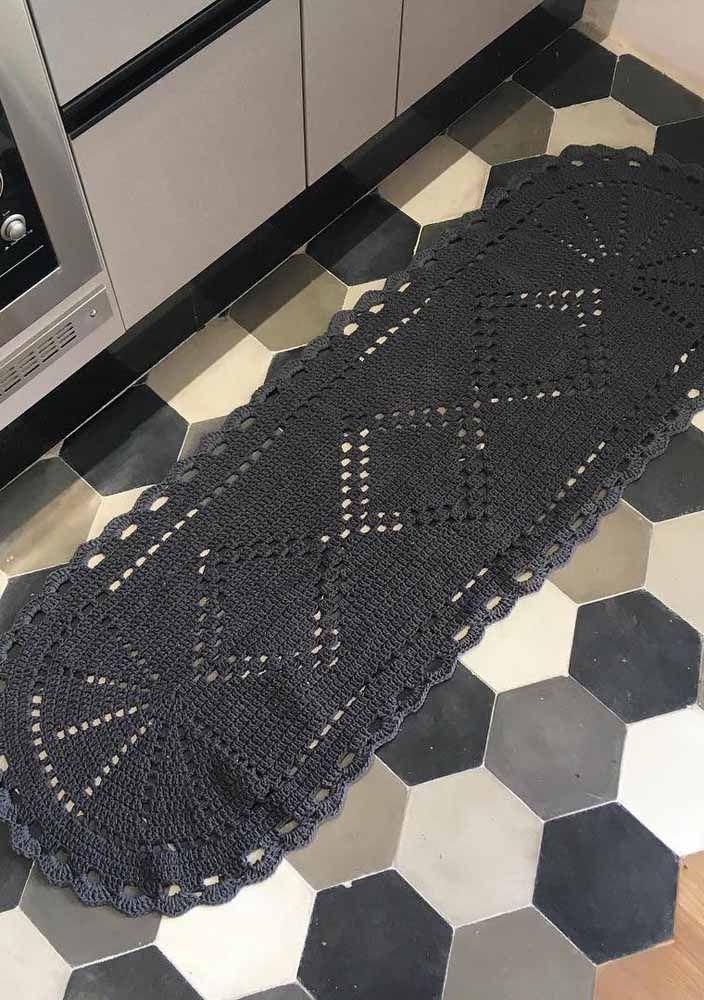 Você pode optar também por um tapete de crochê todo preto
