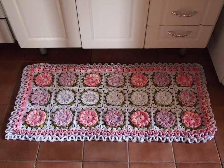 Tapete de crochê com squares floridos: um dos preferidos no mundo do crochê