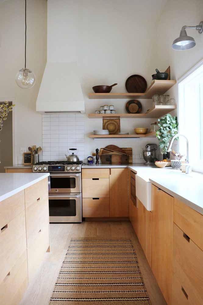 Seguindo os tons do armário da cozinha