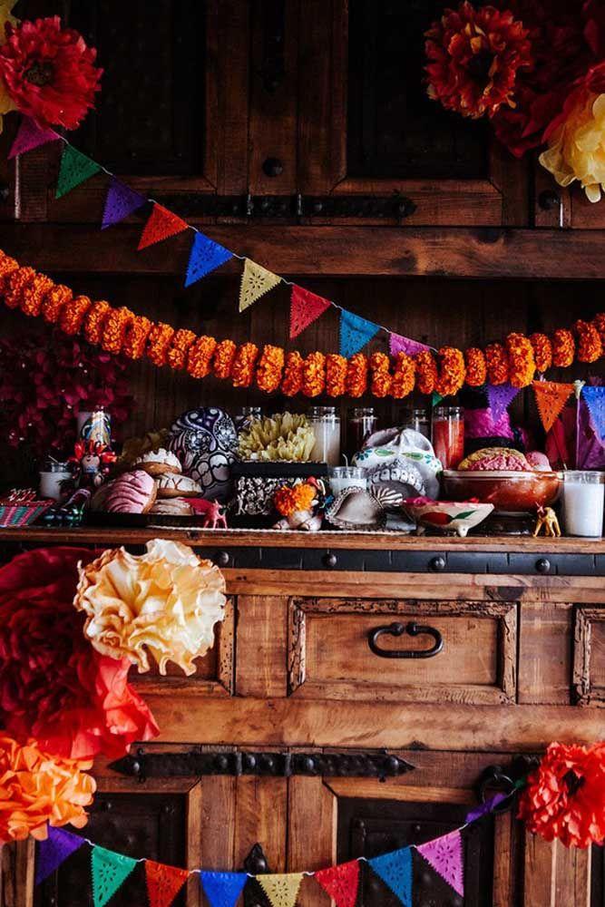 Bandeirolas e flores de papel para colorir a festa