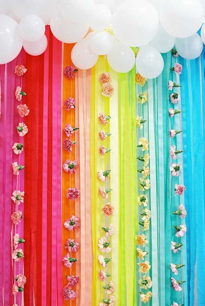 Faça você mesmo: cortina e flores de papel