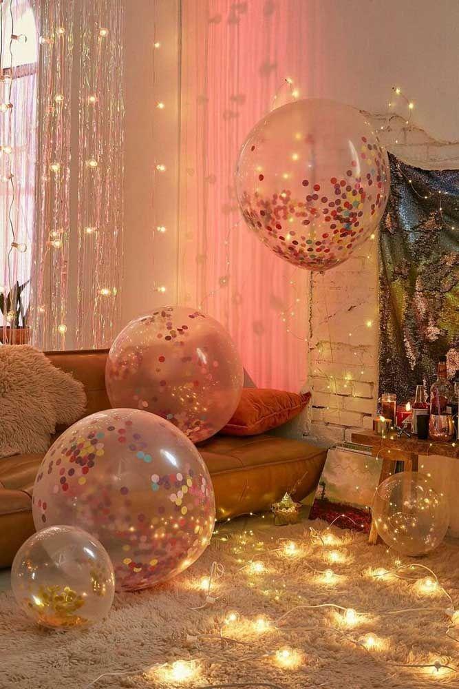 Balões, confetes e pisca pisca