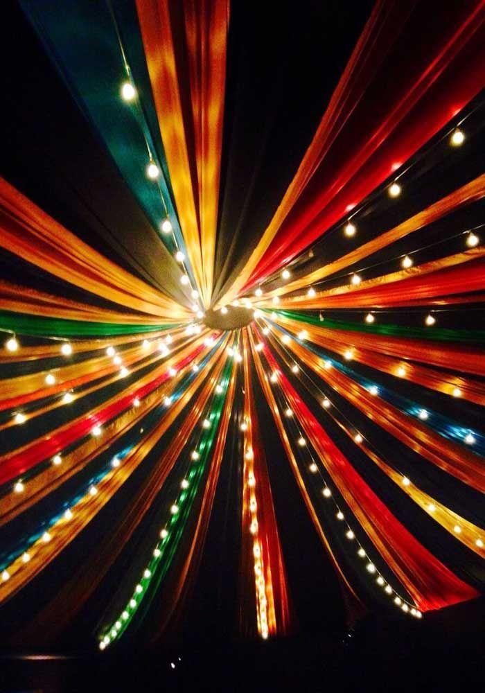 Um tenda de luzes e cores para surpreender seus convidados
