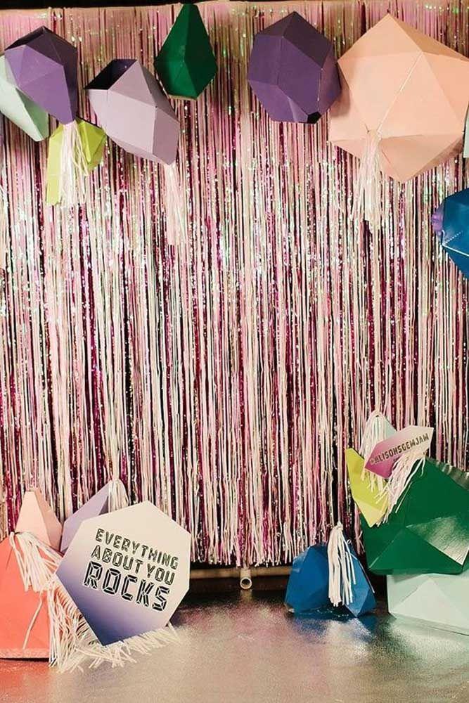 Cortina brilhante e dobraduras de papel