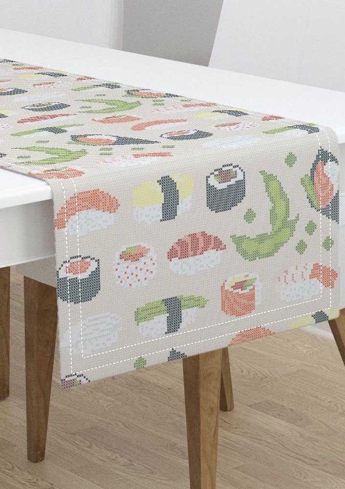 Caminho de mesa feito em ponto cruz e inspirado na culinária japonesa