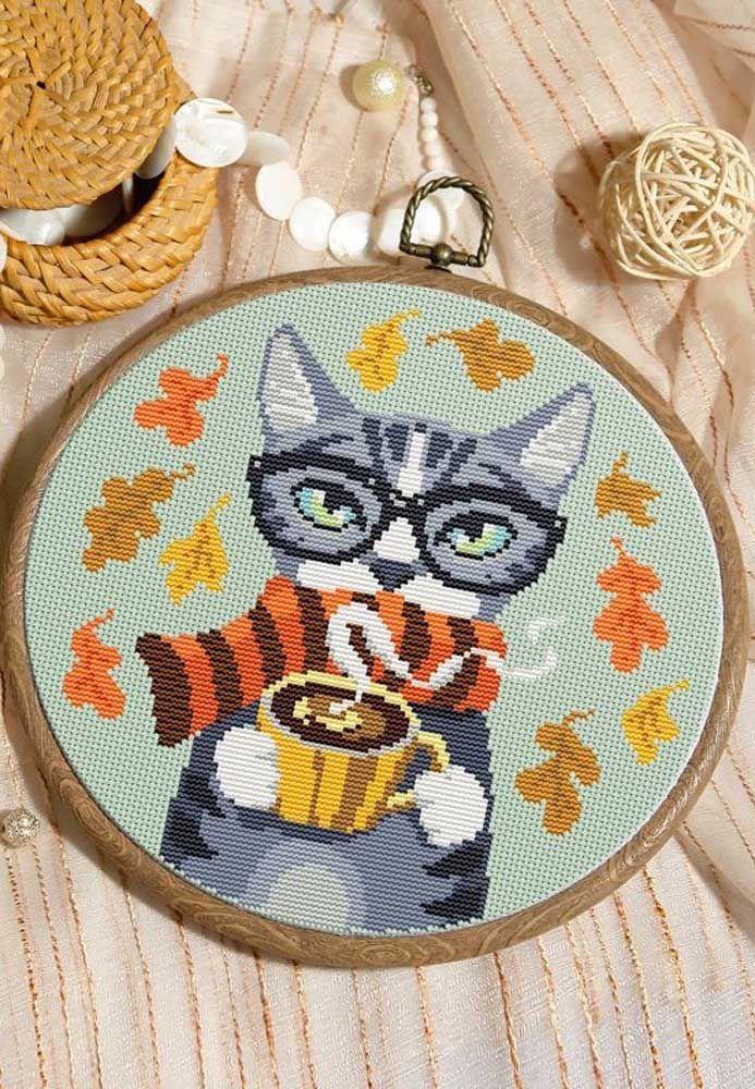 Um gatinho curtindo o outono!
