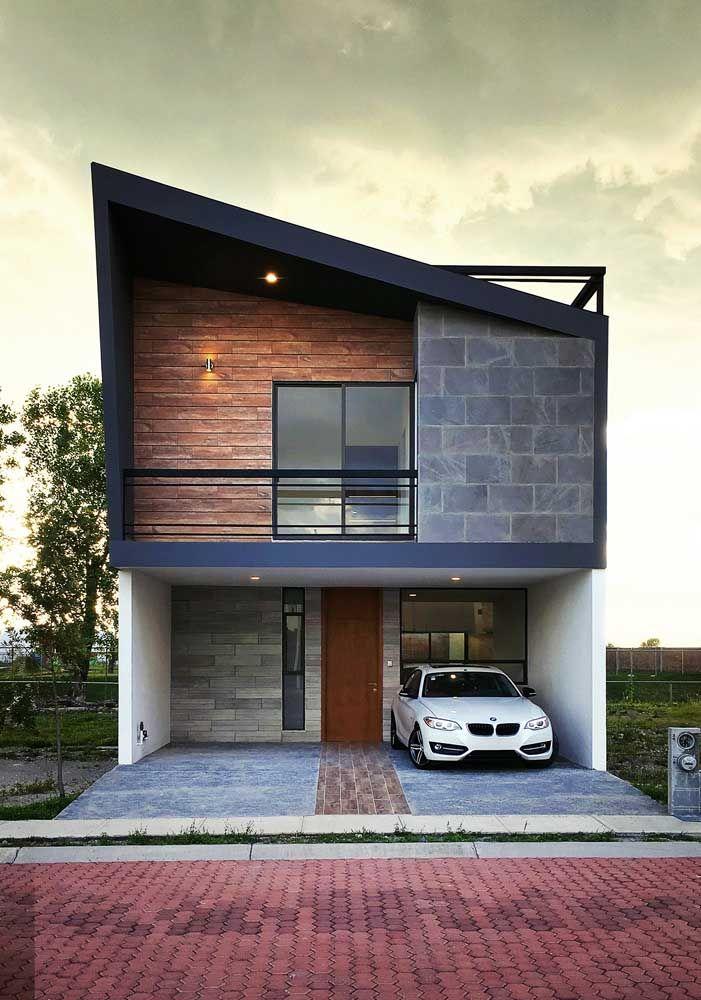 Essa fachada de casa moderna apostou no mix de texturas, cores e estampas para se destacar