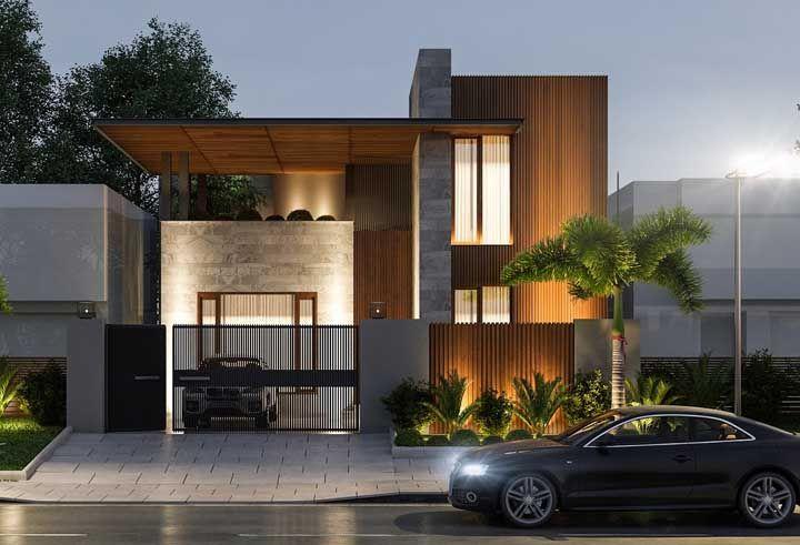Capriche na iluminação da calçada também; ela ajuda a valorizar a fachada e, ainda, reforça a segurança na entrada da casa