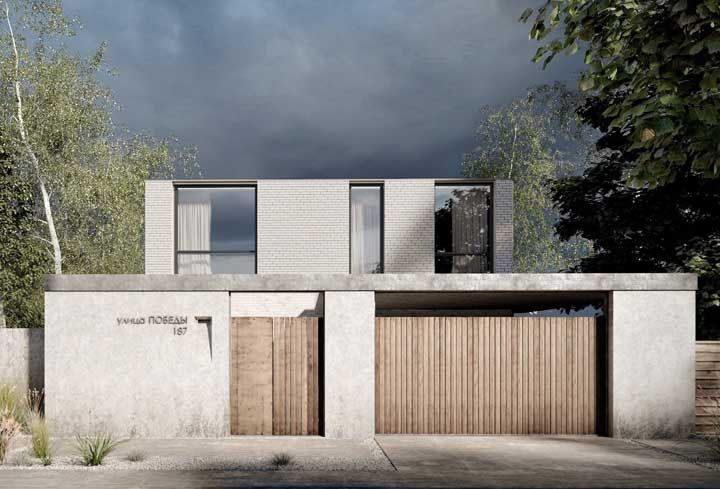 Elementos convencionais, como o cimento e a madeira, se transformam em uma fachada de muro moderna e de personalidade