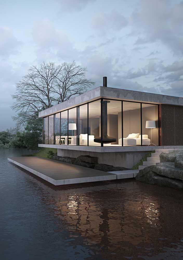 A casa no lago não poderia ficar mais bonita e aconchegante do que com uma fachada de vidro