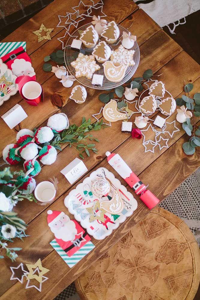 Ceia de natal divertida e alegre com esses enfeites de mesa