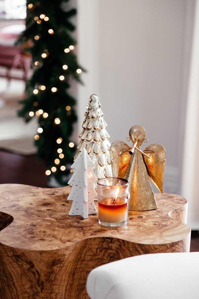 Anjos e velas para lembrar a conotação religiosa do natal
