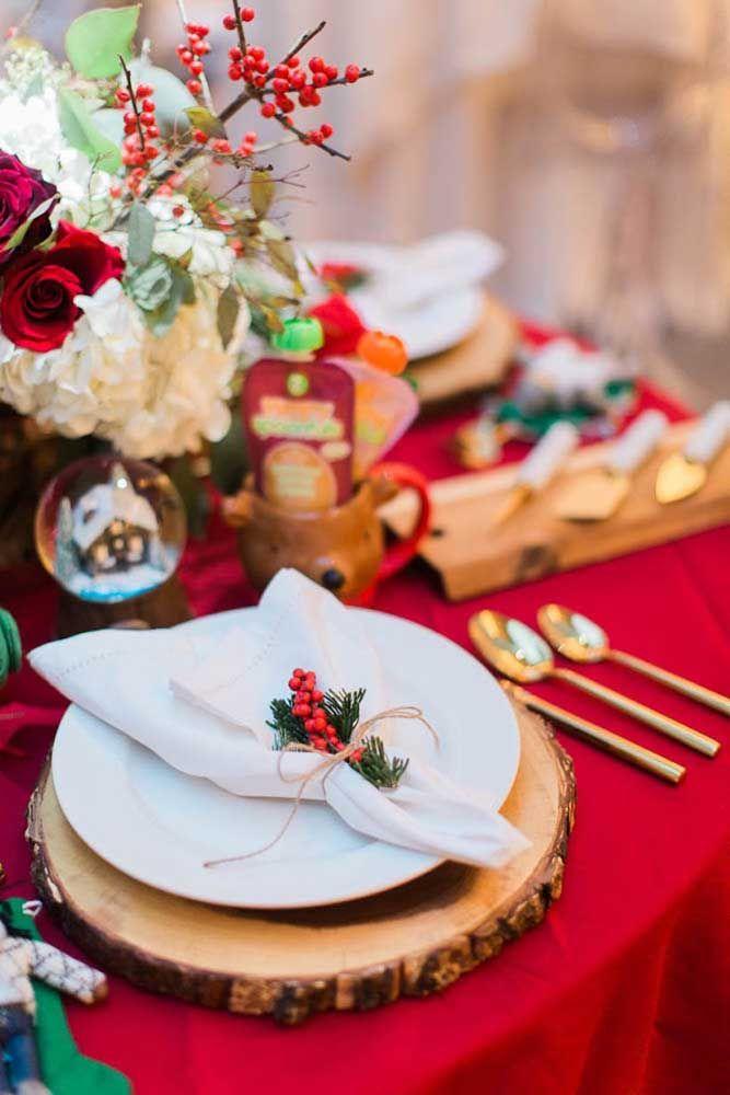 As típicas cores do natal representadas no arranjo de mesa