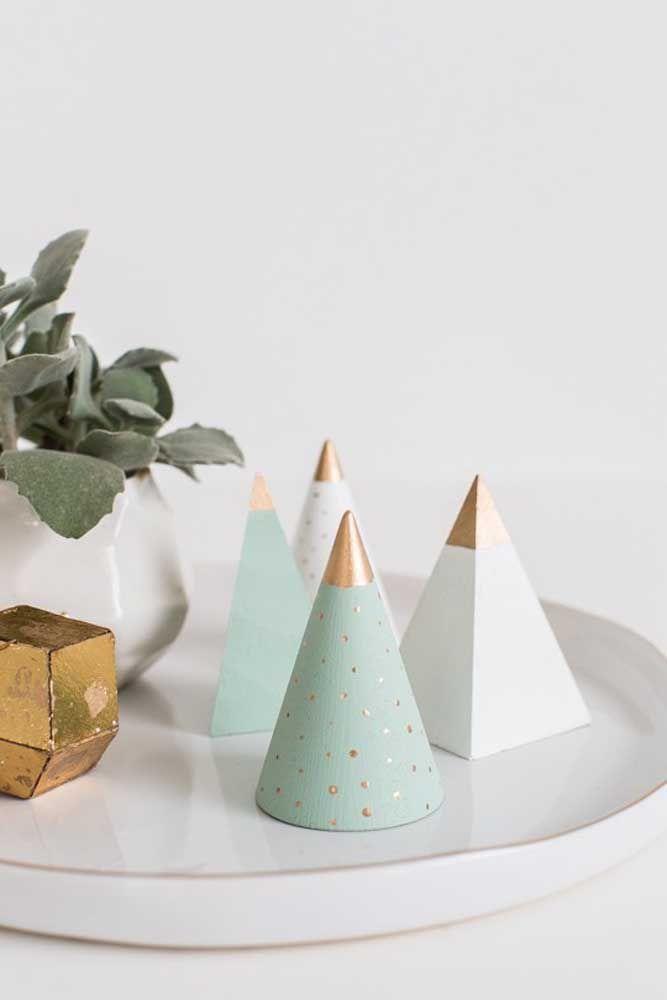 Árvores de natal de cimento, como os vasos que estão na moda