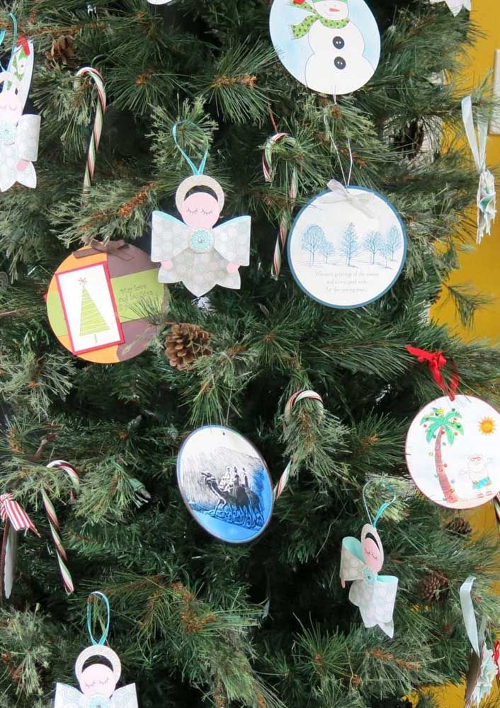 Chame as crianças e montem juntos os enfeites de natal para árvore feitos com CD