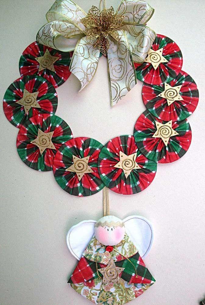 Lembre-se de usar as cores típicas do natal, como o verde, vermelho e dourado
