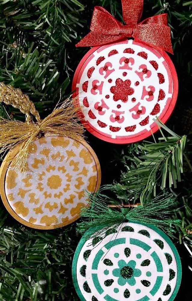Enfeites para árvore feitos com CD, mas com jeitinho de mandala