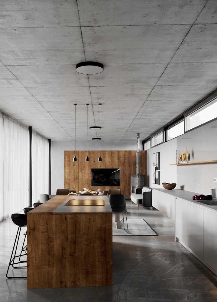 Já aqui, a madeira contrasta o cinza predominante na decor