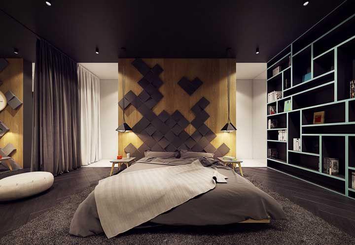 Todo charme e elegância de uma parede de madeira clara contrastada por detalhes em preto