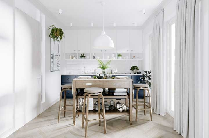 Uma cozinha clean e neutra não precisa ser só branca, pode contar com outros tons, como o de madeira clara