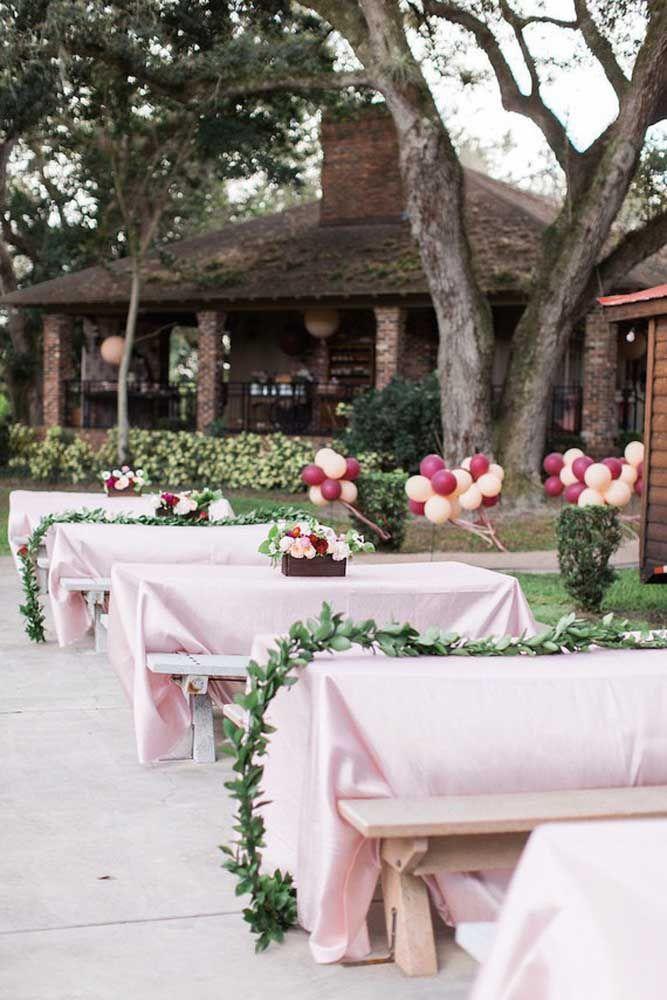 Mesas ao ar livre para desfrutar de um dia no jardim de casa