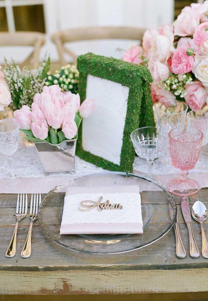 Já nessa outra festa Jardim Encantado é o estilo provençal que toma conta do cenário; destaque para o porta retrato revestido com grama