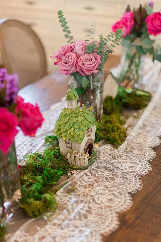 Use renda na festa Jardim Encantado; o tecido é delicado, romântico e feminino como o tema da festa