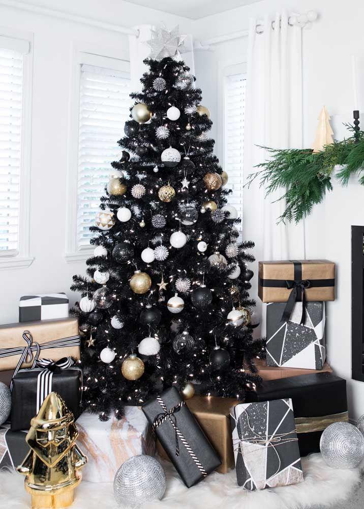 Que tal uma árvore de natal preta? Um luxo!