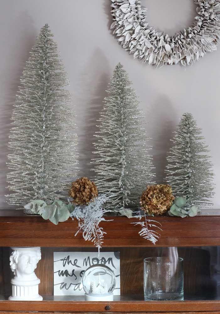 Trio de mini árvores para as prateleiras da casa; não precisa nem de enfeites