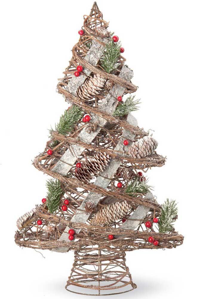 Em formato espiral, essa mini árvore de natal usa pinhas e galhinhos de pinheiro na decoração