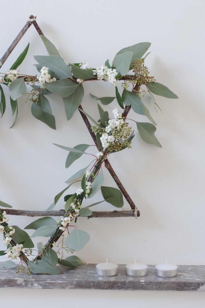 Modelo de estrela rústica: feita com gravetos e folhas naturais