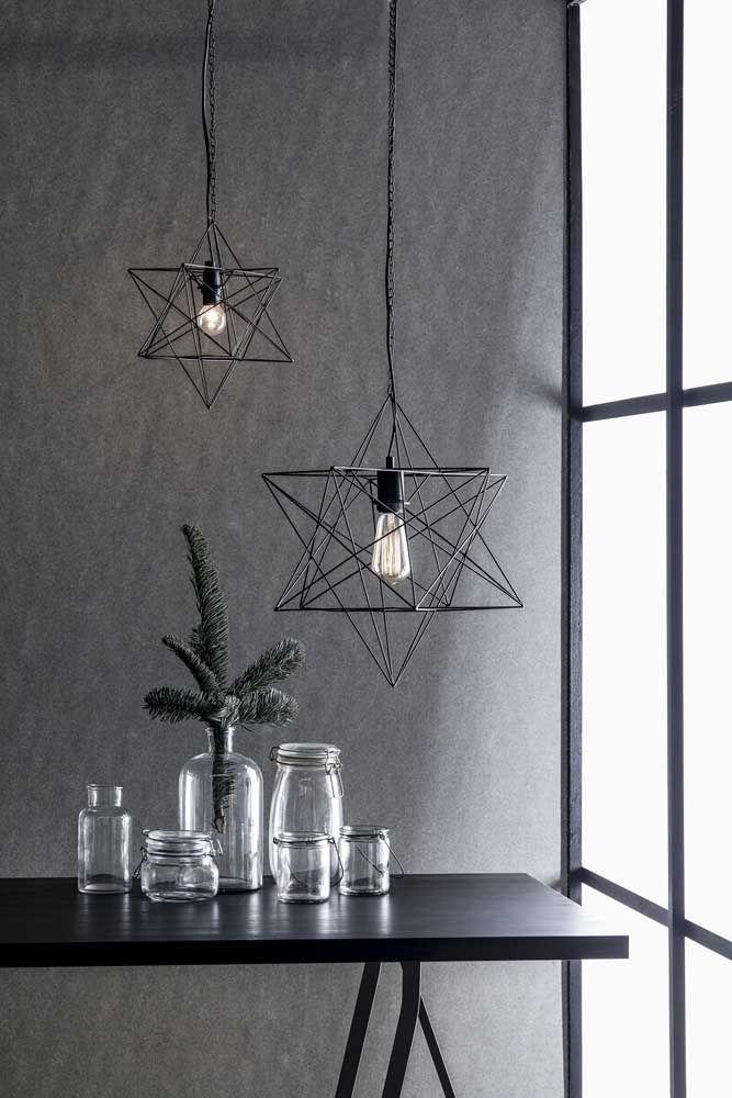 Quer uma proposta um pouco mais moderna? Pode usar então luminárias em formato de estrela