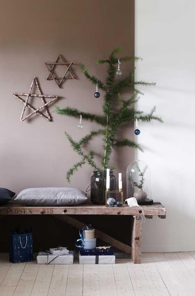 Ao invés de estarem na árvore as estrelas foram colocadas na parede