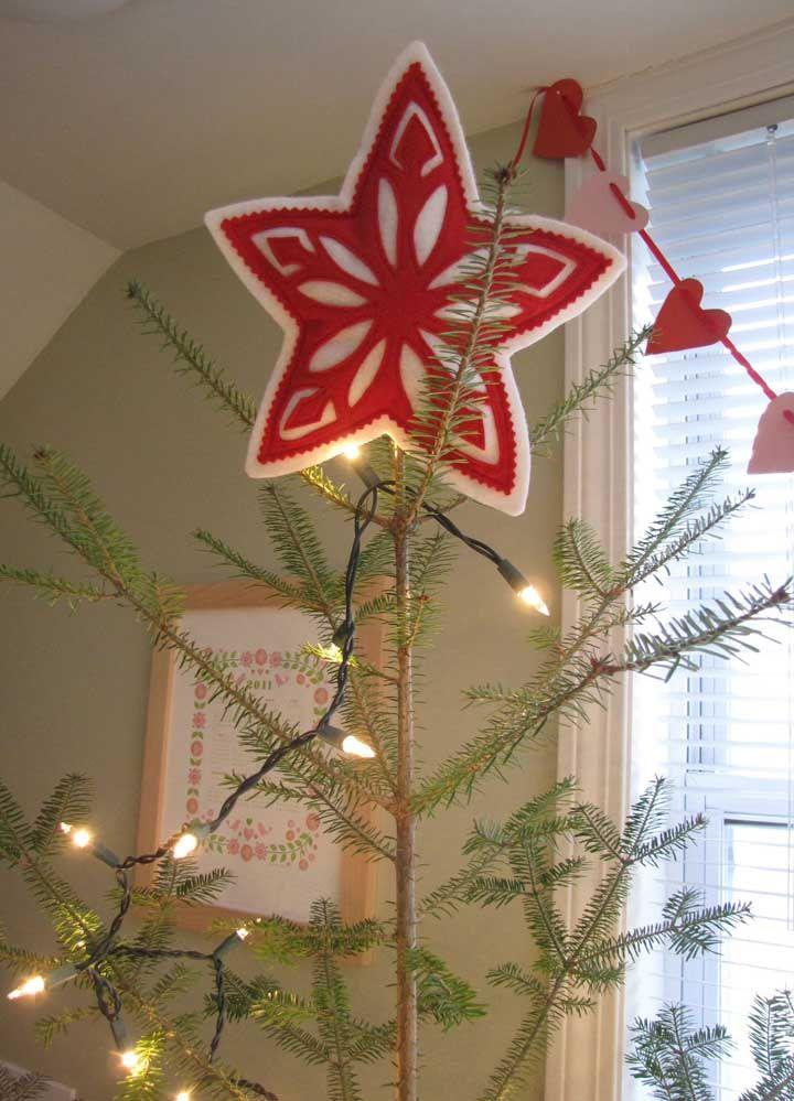 Gosta de artesanato com feltro? Que tal então fazer uma estrela de natal com ele?