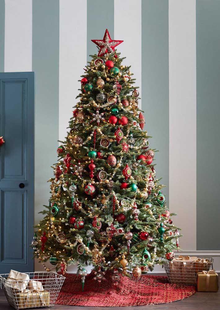 A estrela de natal no topo da árvore é como a cereja do bolo de chocolate