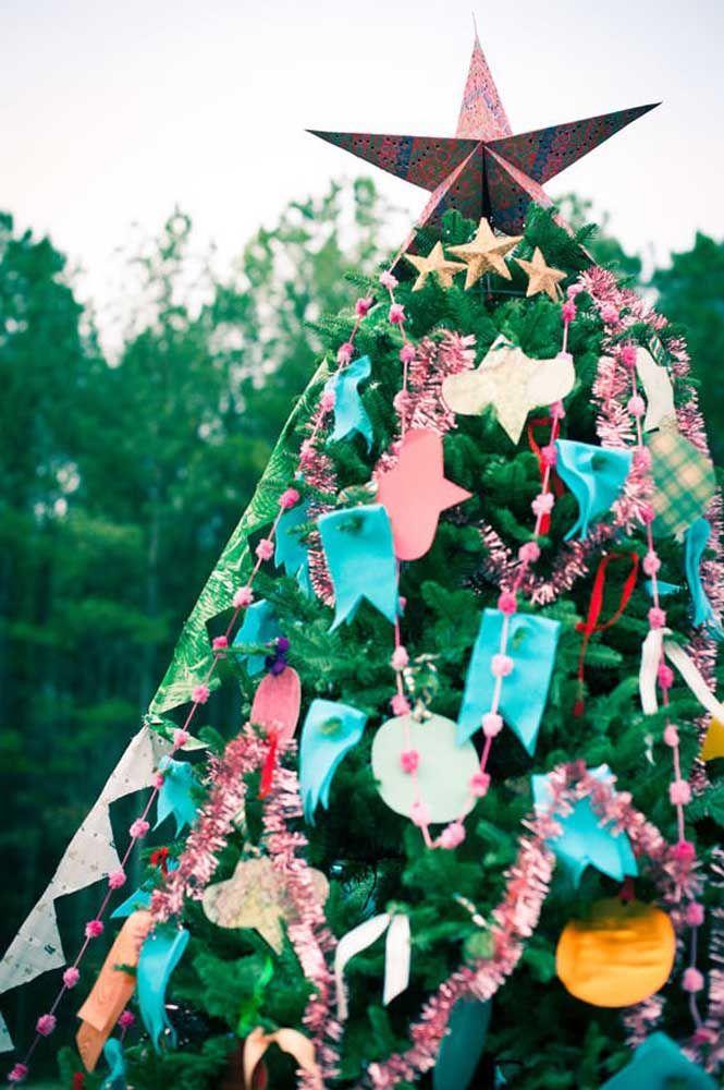 O modo mais tradicional de usar a estrela de natal é no topo da árvore