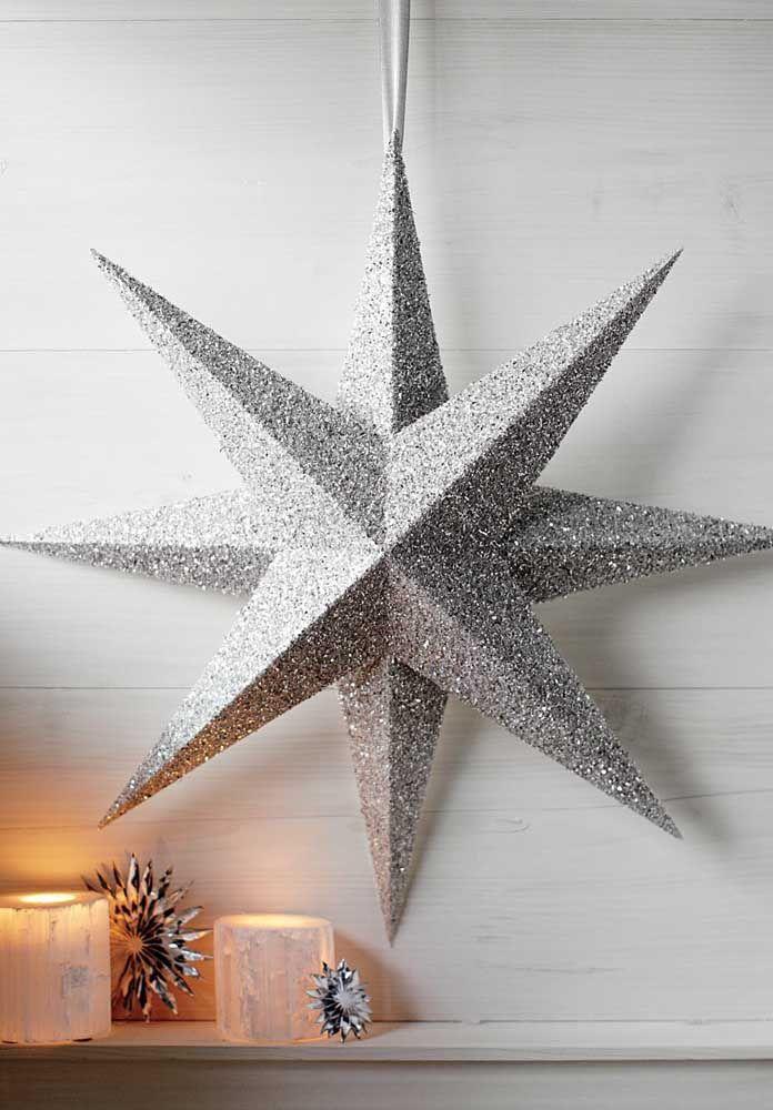 Um modelo neutro e discreto de estrela de natal, mas que não passa despercebido na decoração