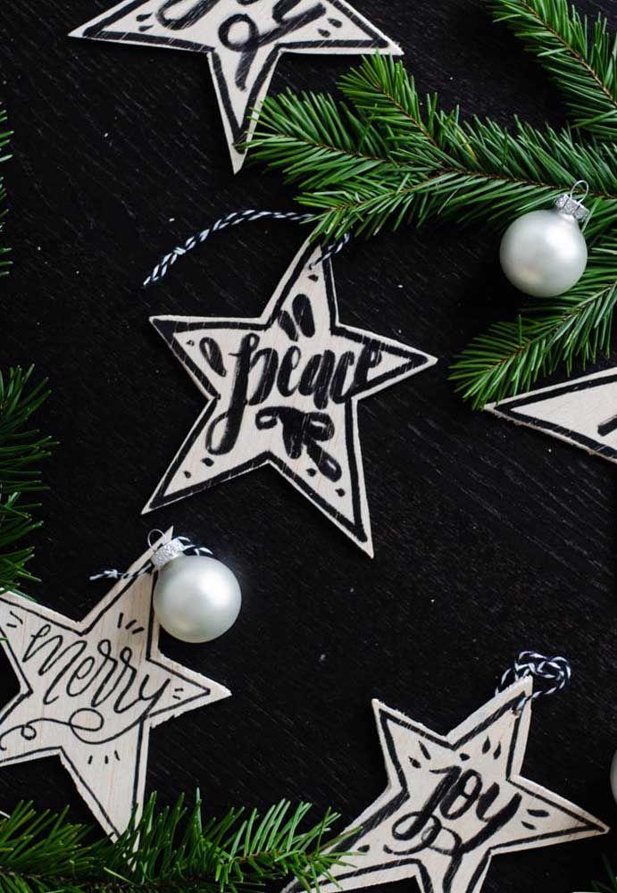 Votos de um natal alegre e cheio de paz literalmente escrito nas estrelas
