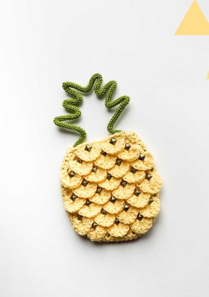 O recheio do abacaxi de tricotin foi feito com crochê