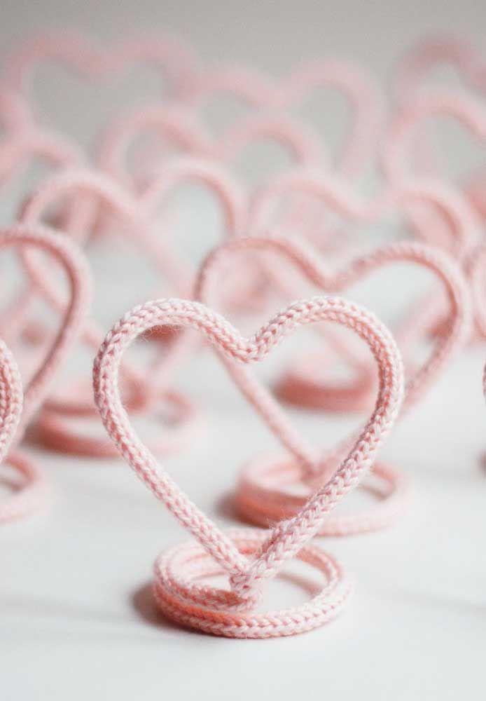 Corações de tricotin: boa ideia para lembrancinhas de aniversário