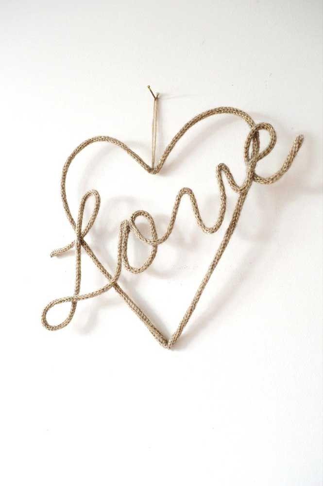 Coração apaixonado feito em tricotin para decorar a parede
