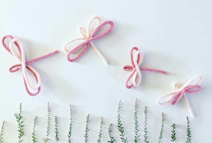 As bailarinas do ar, as libélulas, ganharam uma versão encantadora em tricotin