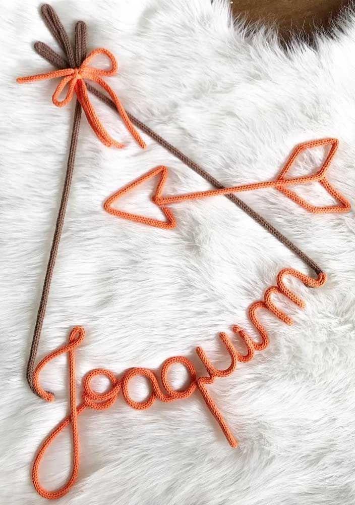 Para o quarto do pequeno Joaquim, um tricotin personalizado e com o formato de uma cabana de índio