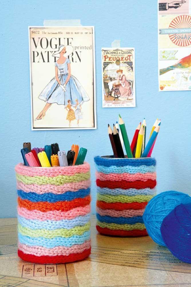 Tricotins coloridos para revestir latas, gostou da ideia?